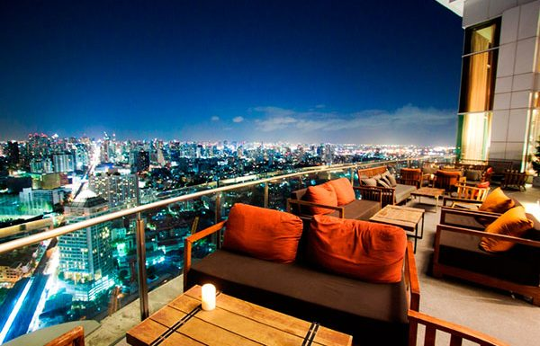 Sky-Walk-Condominium-Bangkok-condo-for-sale-skybar-and-restaurant