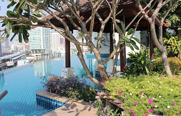 Sky-Walk-Condominium-Bangkok-condo-for-sale-swimming-pool-2
