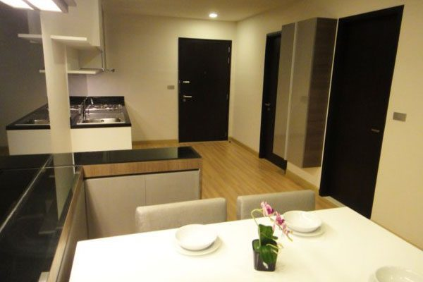 Skywalk-Bangkok-condo-1br-study-featured